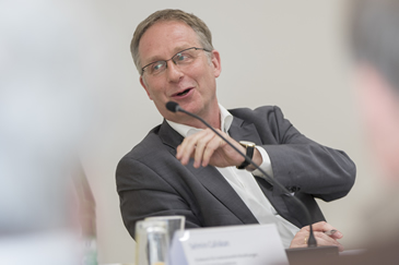 Dr. Christoph Mecking als Moderator des 12. StiftungsIMPACTS der ESV-Akademie am 04.04.2019 in Berlin